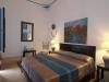 Le lit double de la chambre Hasna